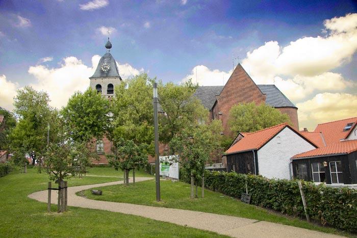Sint-Martinuskerk dorpshart Hombeek