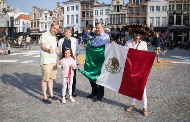 Supporters Mexicaanse roots supporteren voor enige deelnemer uit Mexico