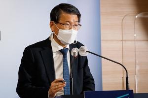 """""""결국 서민 압박""""… 정부 압력으로 대출 금리 0.6 % p 인상"""