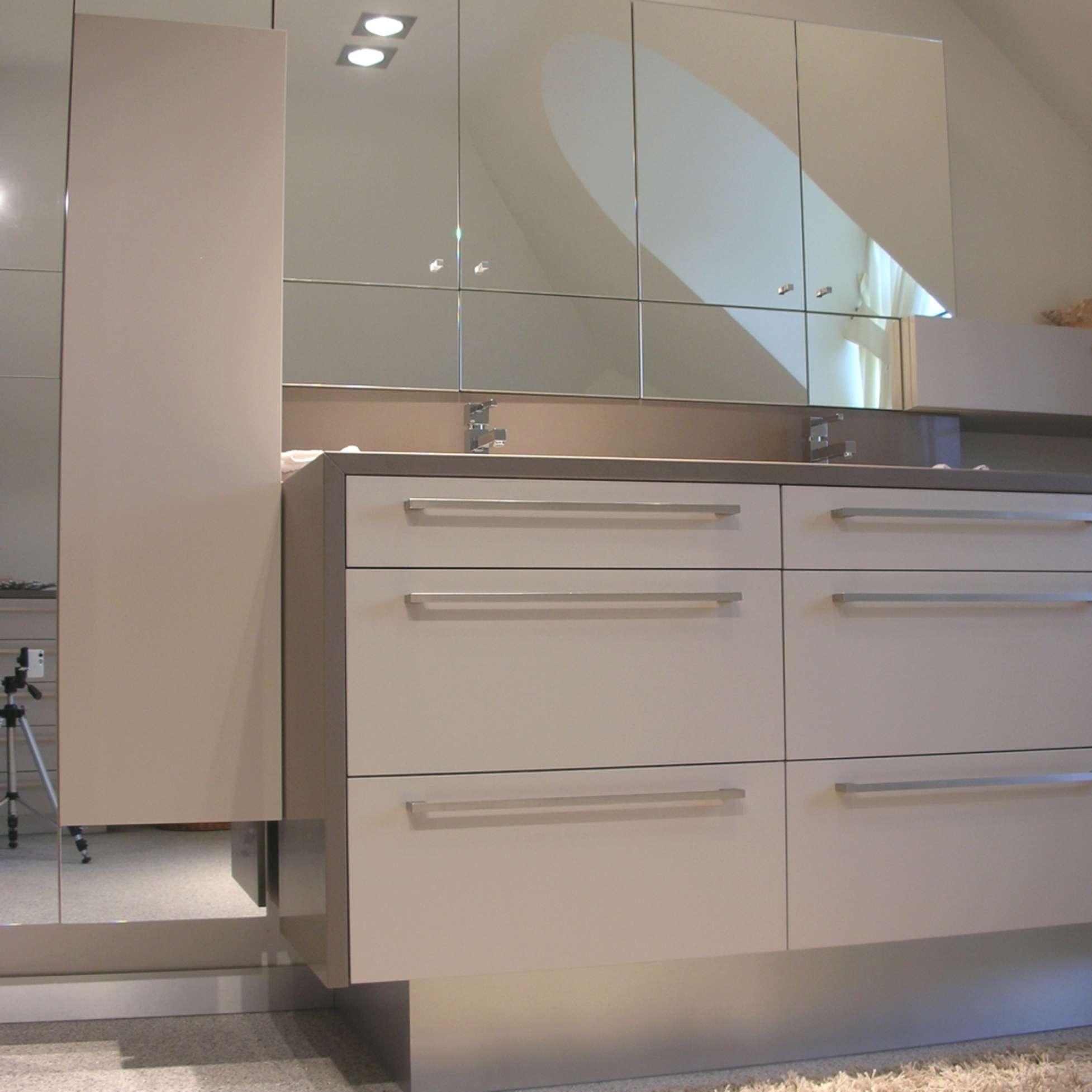 Moderne badkamer ontwerpen idee m interieurarchitecten in limburg - Badkamer in m ...