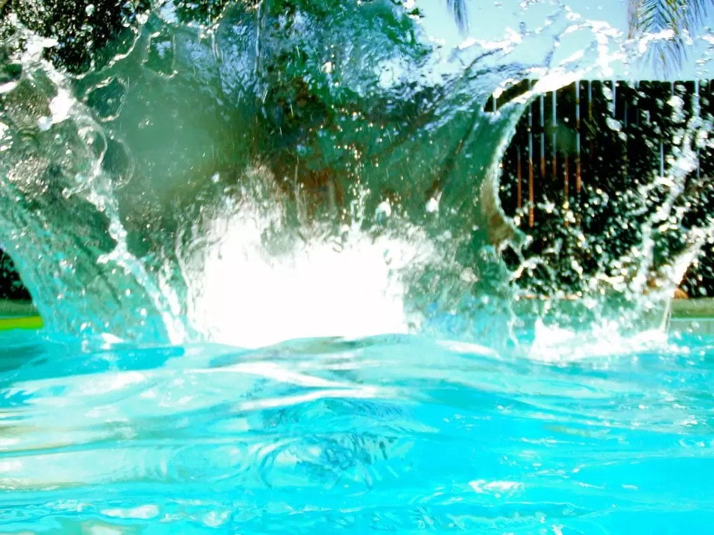 Pool Splash Cannonball 40 swimming pool games for kids and adults | medallion energy