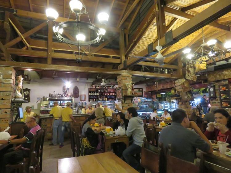 Inside Restaurante El Viejo John