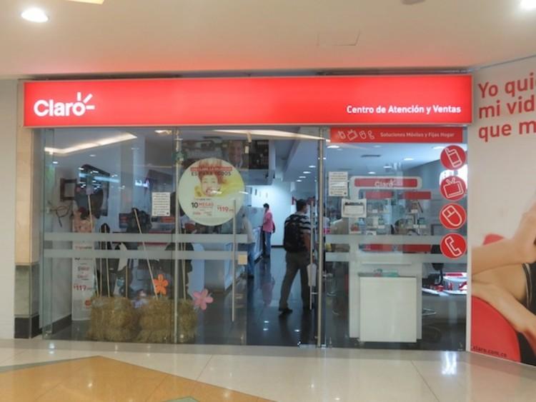 Claro store inside Los Molinos mall