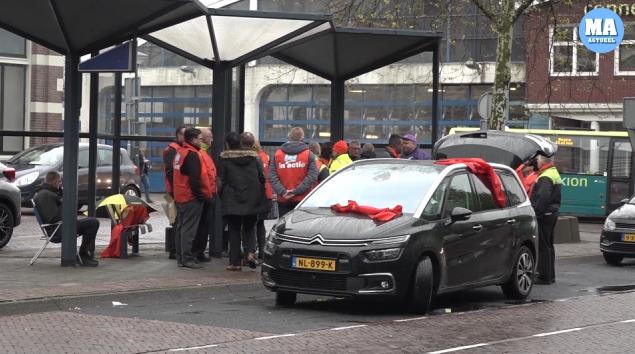 Connexxion verbiedt stakende chauffeurs binnen te staken