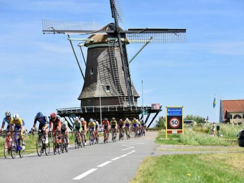 Ook de dames rijden nu het grote parcours in Wervershoof (Foto aaangeleverd)