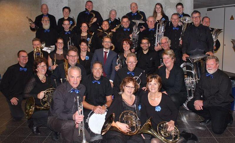 De leden van St. Caecilia tijdens het Westfrieslandfestival, met de oude dirigent Michiel Drijver. (Foto: aangeleverd)