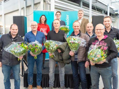 Winnaar Robert Reus naast Melissa van de Kam van Interpolis tussen van de genomineerden (fotograaf Jeroen Noot)