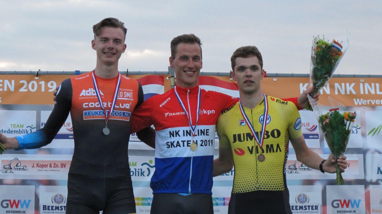Jordy van Workum samen met de nieuwe Nederlands kampioen Ruurd Dijkstra en de nr. 3 Chris Huizinga (Foto: Skeelernieuws.nl)