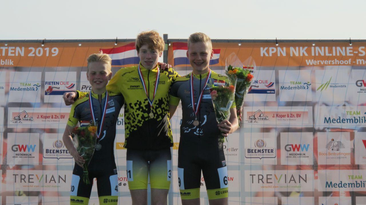 De nieuwe Nederlands kampioen Brett Groot geflankeerd door de nr. 2 Chris Berkhout en de nr. 3 Bas Kee (Foto: Skeelernieuws.nl)