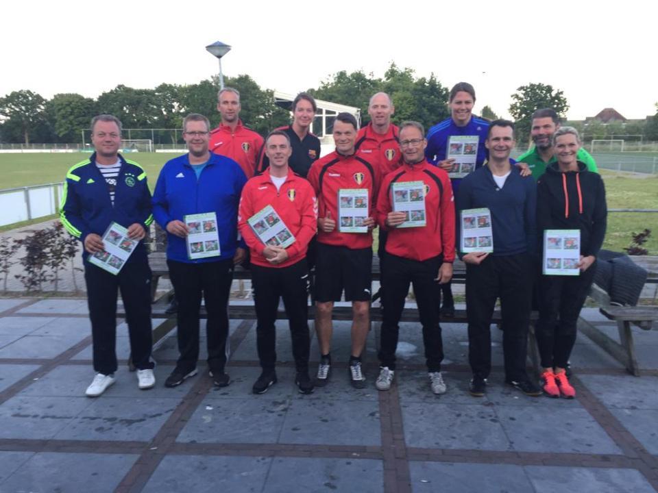 De 12 enthousiaste pupillentrainers van FC Medemblik (Foto: FC Medemblik)