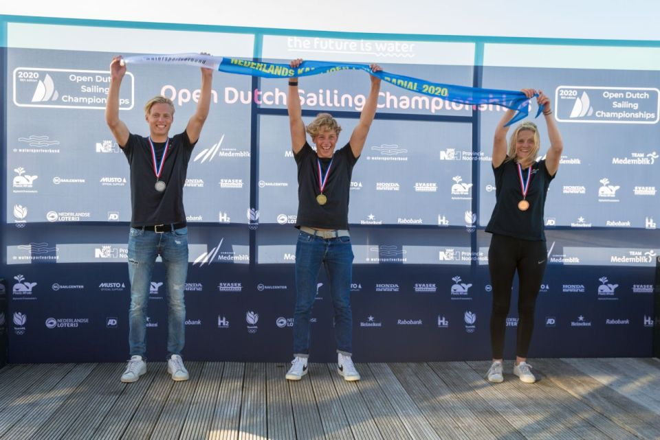 foto: podium Laser radial vlnr Bas Kooijman Beuk (2) Paul Hameeteman (1) Sarah Bos (3) (fotograaf Klaas Wiersma)