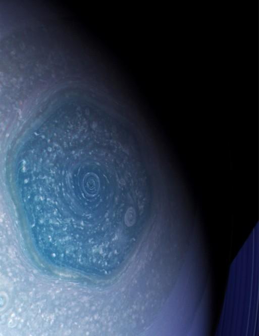 L'Esagono di Saturno in un'immagine ripresa dallo strumento ISS a bordo della sonda Cassini il 26 febbraio 2013. Crediti: Planetary Sciences Group UPV/EHU – Cassini NASA/ESA