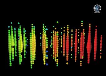 Nell'immagine la rappresentazione di uno delle 21 neutrini ad altissima energia rivelati dall'Osservatorio IceCube puntando gli strumenti verso l'emisfero nord. Il neutrino è stato osservato il 28 Ottobre 2010. Crediti: IceCube Collaboration