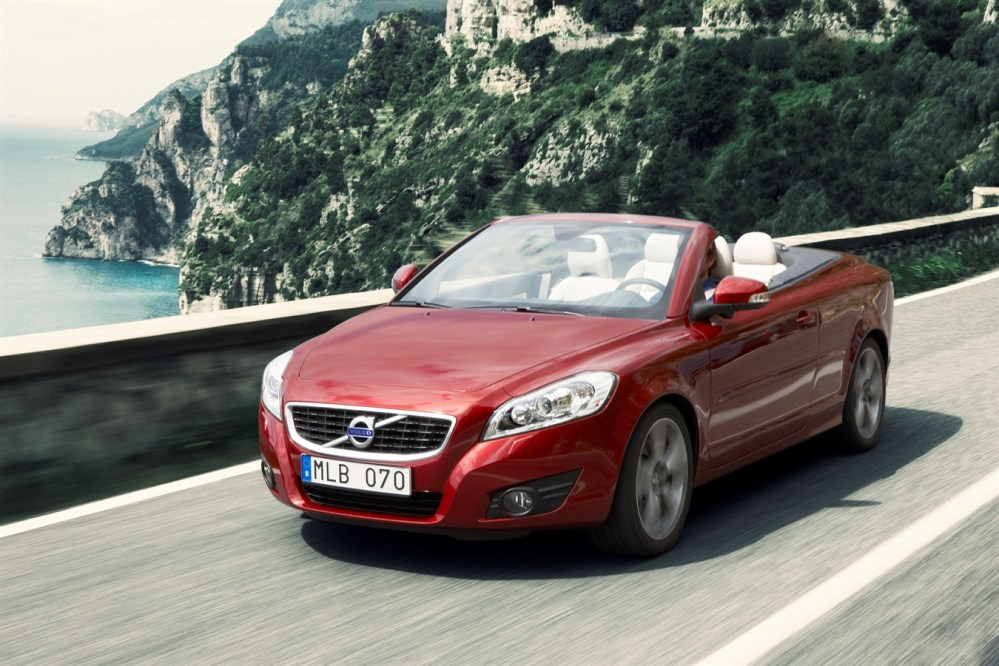 medium resolution of the new volvo c70 rewards the owner with extra self assured elegance volvo car group global media newsroom