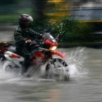 Inilah Tips Berkendaraan di Musim Hujan