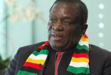 Photo of Zimbabwe president consoles Chamisa family