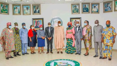 Photo of Teacher's Day: Ogun presents house, cash awards to teachers