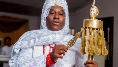 Photo of Ooni Gifts Obesere Brand New Car at Aje Festival 2021