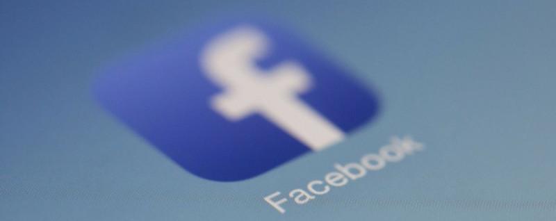 Facebook joue un rôle crucial dans le choix et la diffusion de l'information sans rendre de compte sur son activité.