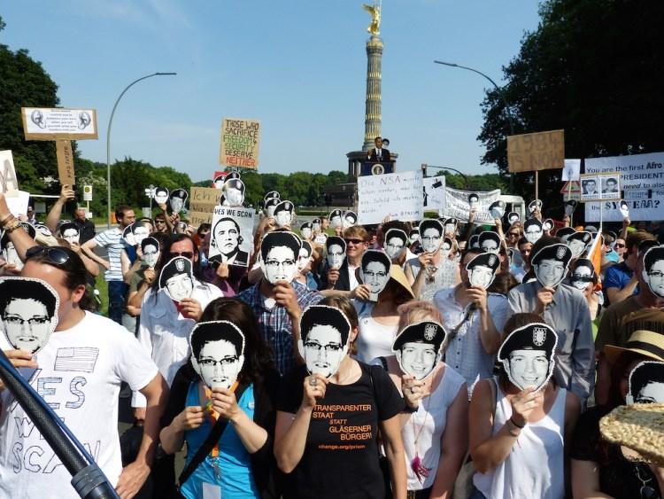 Manifestation à Berlin contre la surveillance des communication après les révélations d'Edward Snowden sur la NSA
