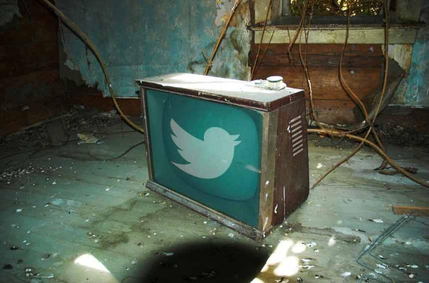 Twitter lorgne sur notre bon vieux poste de TV - ©Gary Lund via Flickr.com en CC