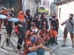 PP Gotong-royong Perbaiki Jalan Utama ke Pasar Baru Tradisional