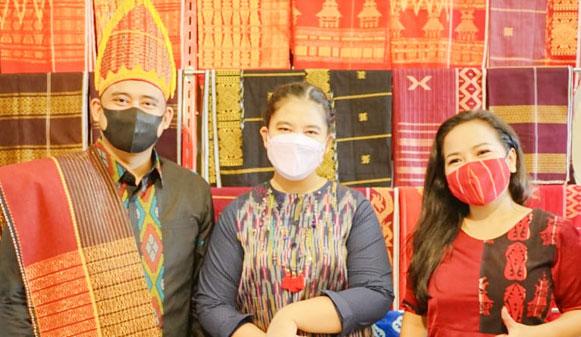Wali Kota Medan Kenakan Pakaian Adat Batak Toba