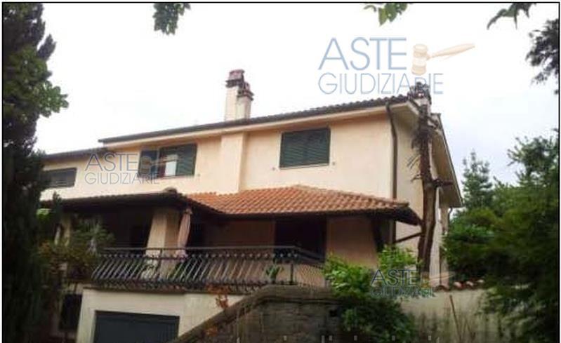 Splendida Villa a Marino Via Costa Caselle n 7  MEDIADOMUS
