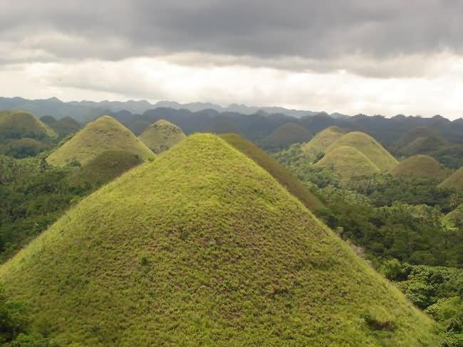 Chocolate-Hills-The-Philippines.jpg