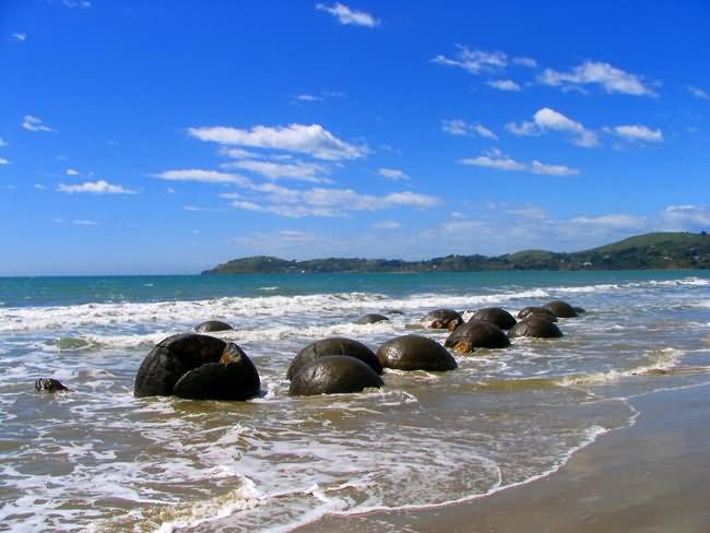 Moeraki-Boulders-New-Zealand.jpg