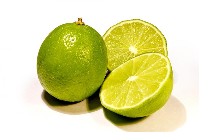 memutihkan wajah dengan jeruk nipis