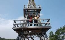 Permalink ke Ada Menara Eifel di Puncak Bukit Hutan Pinus Kaliurip Purwojati