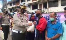 Permalink ke Ops Keselamatan Seulawah 2021, Ditlantas Polda Aceh Bagi Sembako Untuk Pedagang Kurang Mampu