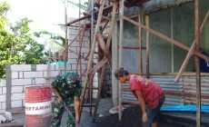 Permalink ke Komsos, Babinsa Tadenas Koptu Saiful Bantu Warga Bangun Rumah