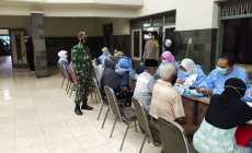 Permalink ke Koramil 06/Kedungwuni, Babinsa Dampingi Pemberian Vaksinasi Covid 19.Kepada Lansia