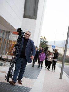 Franco Delli Guanti durante le riprese di un documentario.