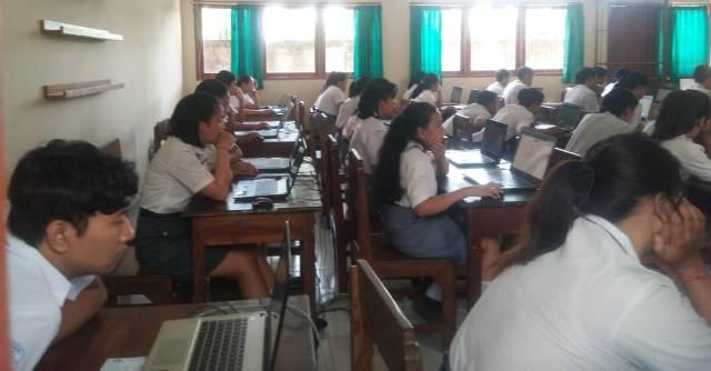 Peserta UNBK di SMA I Kediri Tabanan