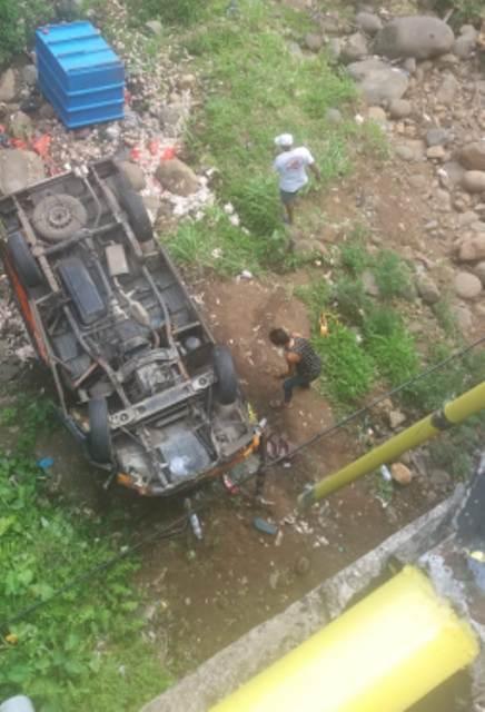 Hilang Kendali, Pick Up Terjun Bebas di Jembatan Tukad Yeh Otan