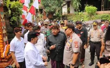 Kapolda Bali Pantau Keamanan Pemilu di sambut Wakil Gubernur Bali Tjokorda Gede Artha Ardhana Sukawati (Cok Ace) yang tengah mencoblos bersama tokoh masyarakat dan tokoh agama Desa Ubud, Gianyar