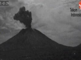 Gunung Agung mengalami erupsi. (Foto: dok. PVMBG)