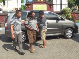 Curi Hp Asmadi warga Jember, Jawa Timur di giring petugas
