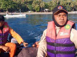 Petugas Melakukan Penyisiran Nelayan Yang Hilang di Perairan Bali