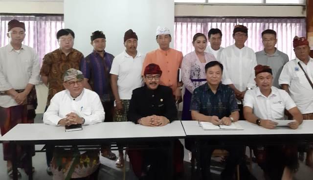 Cok Ace pada pertemuan di Bali Tourism Board yang dihadiri pihak BMR Dive & Water Sport dan Konsulat Jenderal RRT.