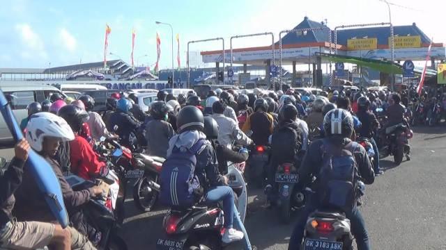 Antrean Kendaraan di Pelabuhan Gilimanuk menuju Ketapang
