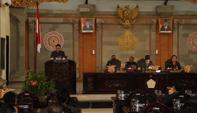 Bupati Tabanan Ni Putu Eka Wiryastuti, menyampaikan 3 (tiga) buah Rancangan Peraturan Daerah (Ranperda)