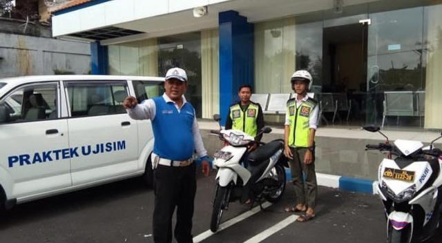 Polresta Denpasar Berikan SIM Gratis Bagi Masyarakat yang Lahir Tepat di Hari Bhayangkara