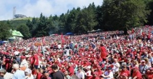 Бузлуджа се изчерви – 130 години от социалистическото движение бяха отбелязани от хиляди другари