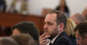 """В """"Демократична България"""" са изненадани от това как се е скрил Пламен Николов."""
