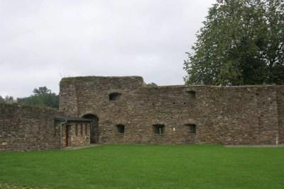 Burg-Reuland_cour