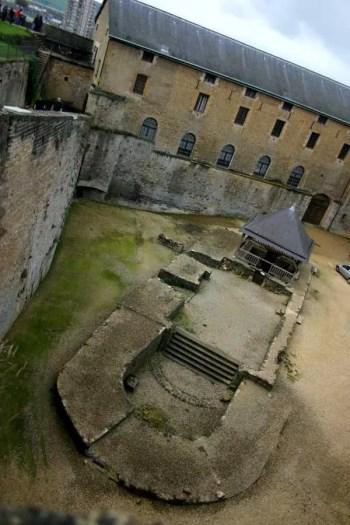 sedan-forteresse-cour2